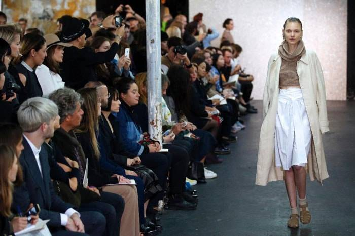 Put down your smartphone? Not at Paris fashion week
