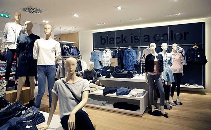 Gap comparable sales in red after positive March last year