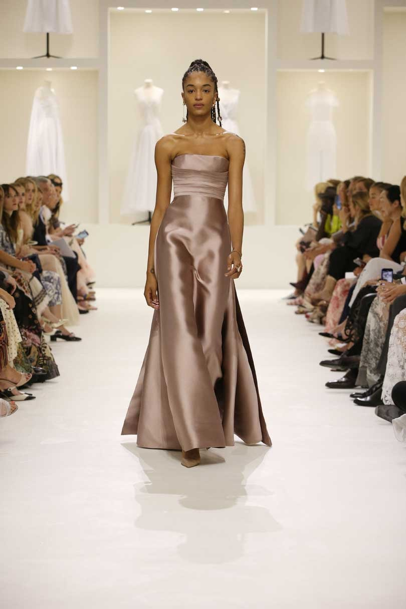 Dior bans Instagram bling at Paris haute couture week